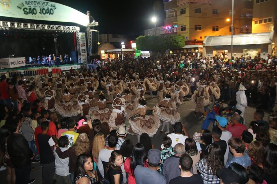 A primeira noite de shows teve apresentações do Reisado de Caraíbas, Fulô  de Mandacaru e Gabriel Diniz. cd182b3e36