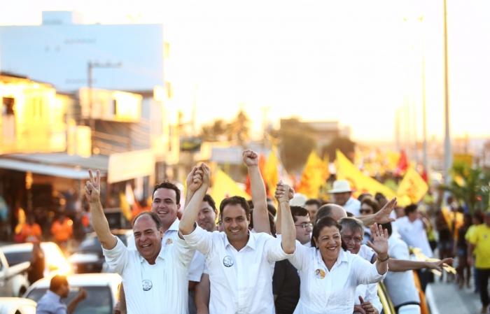 Arcoverde recebe Paulo Câmara com carreata gigante
