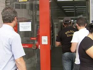 Bandidos arrombam caixas de banco e levam dinheiro em Belo Jardim