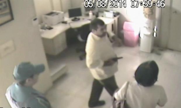Polícia divulga imagens de assalto a agência dos Correios em Arcoverde
