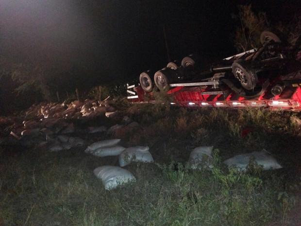 Dois homens morrem e criança fica ferida em acidente em Alagoinha