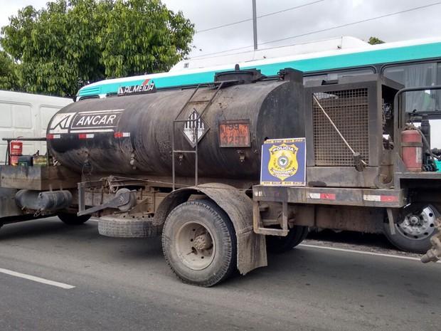 Caminhão transportando substância tóxica é apreendido em Garanhuns