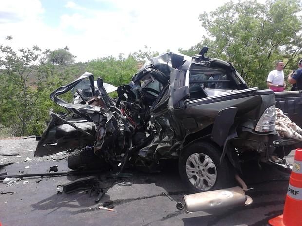Avô e neto morrem em acidente na BR-232 envolvendo quatro carros na BR 232
