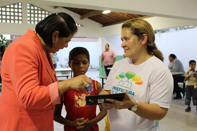 Em Arcoverde alunos da rede municipal de ensino recebem tablets