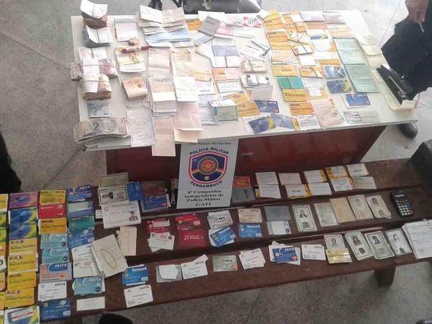 Preso suspeito de agiotagem com 60 cartões da Bolsa Família em Pesqueira