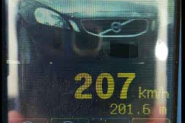 PRF flagra automóvel a mais de 200 km/h na BR 232