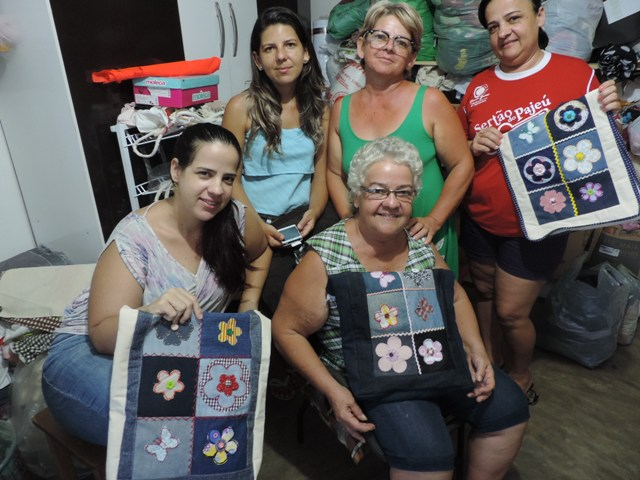 Grupo de Mulheres Artesanatos Pajeú lança linha de roupas e acessórios artesanais